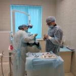 Однофазная дентальная имплантация зуба