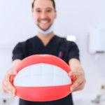Протезирование зубов бесплатно