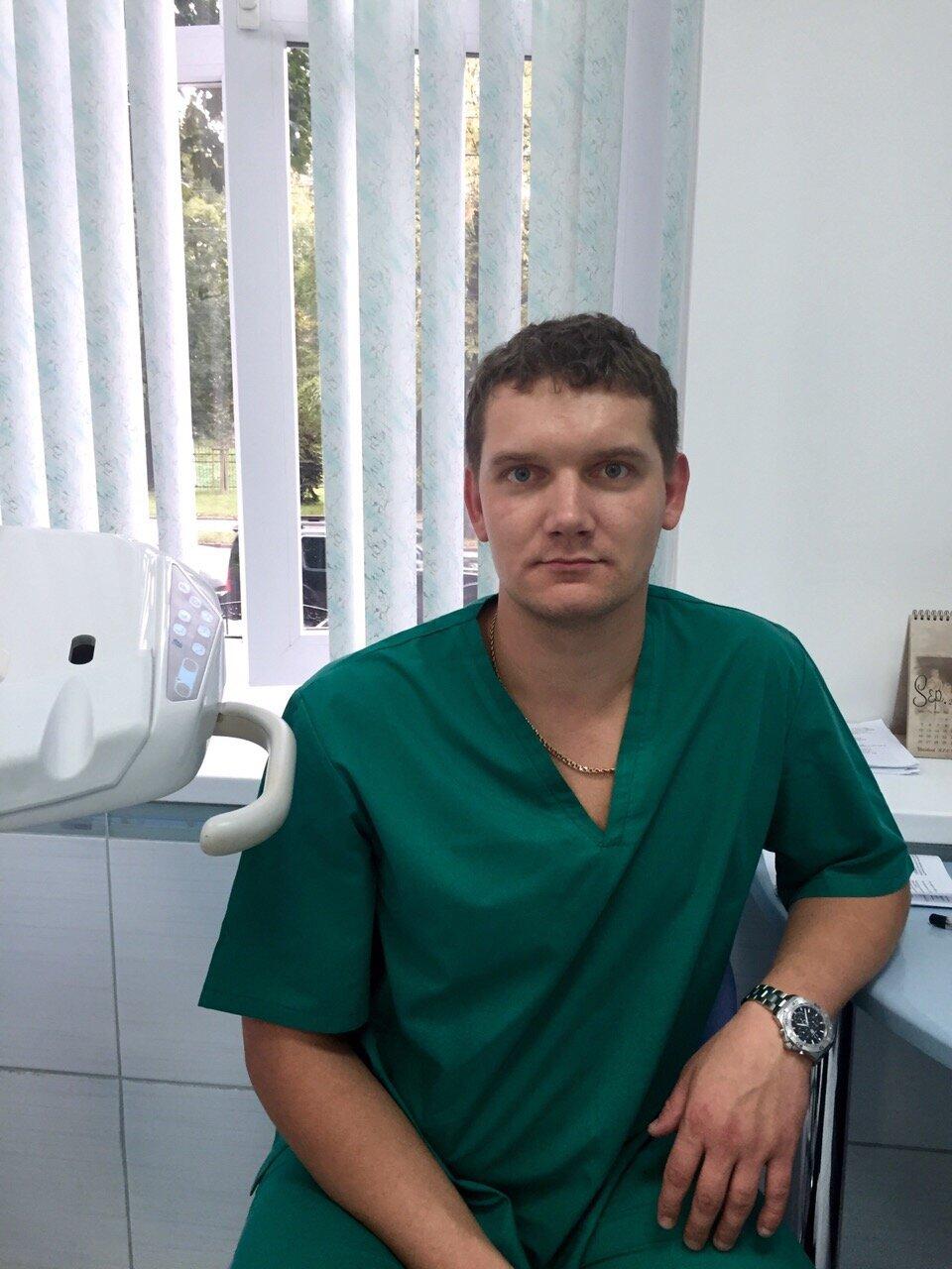 Хирург (стоматолог) Кремлев Владимир